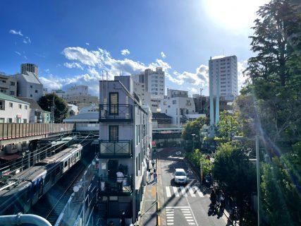 雨の次の日の晴れた青空。